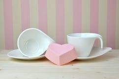 Tasses et soucoupes fines de porcelaine Photographie stock libre de droits