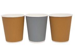 Tasses multicolores de carton pour les boissons chaudes Images stock