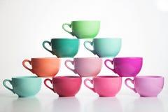 Tasses multicolores de pyramide Photographie stock