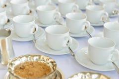 Tasses vides attendant le temps de banquet Photos libres de droits