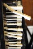 Tastatur eines alten Klaviers heraus haften Stockfotos