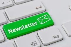 Tastatur mit einem grünen Knopf - Newsletter Stockfotos