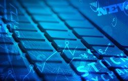 Tastatur mit glühenden Geschäftsikonen Stockfoto