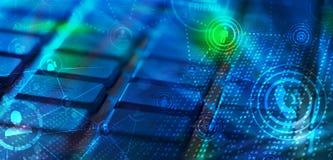 Tastatur mit glühenden Ikonen des Sozialen Netzes Stockfotografie