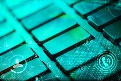 Tastatur mit glühenden Ikonen des Sozialen Netzes Stockbilder