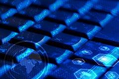 Tastatur mit glühenden Multimediaikonen Stockfotos