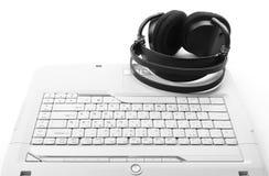 Tastatur mit Kopfhörern Stockbilder