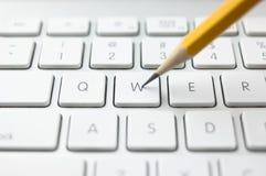 Tastatur und Bleistift Stockbilder