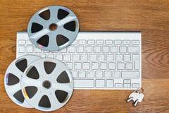 Tastatur und CDs auf dem Tisch Lizenzfreie Stockfotografie