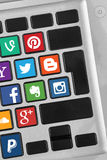Tastaturknöpfe mit Social Media-Ikonen Stockbilder