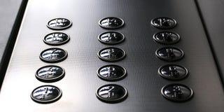 Tastbare cijferpictogrammen voor de personen met gezichtsstoornissen Liftknopen Selectief nadrukclose-up stock afbeeldingen