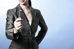 Taste zum Erfolg, weibliche Berufsholdingtaste ist stockbilder