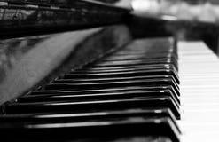 Tasten des aufrechten Klaviers Stockbild