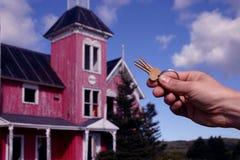 Tasti con la vecchia casa Fotografia Stock Libera da Diritti