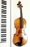 Tasti del piano e del violino Fotografia Stock