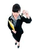 Tasti della holding della donna di affari immagine stock