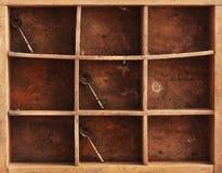 Tasti e catena del whith delle mensole Fotografia Stock Libera da Diritti
