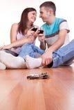Tasti e giovani coppie sul pavimento Fotografie Stock