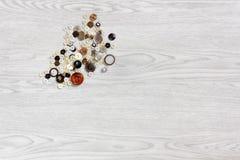 Tasti su una priorità bassa di legno Fotografie Stock