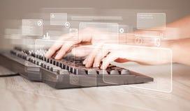 Tastiera commovente della mano con i bottoni alta tecnologia Fotografia Stock