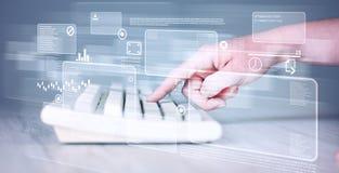 Tastiera commovente della mano con i bottoni alta tecnologia Immagine Stock Libera da Diritti