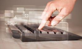 Tastiera commovente della mano con i bottoni alta tecnologia Fotografia Stock Libera da Diritti