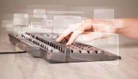 Tastiera commovente della mano con i bottoni alta tecnologia Immagini Stock