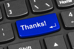 Tastiera del taccuino del computer con la chiave di ringraziamenti Immagini Stock Libere da Diritti