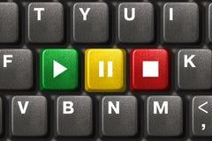 Tastiera di calcolatore con i tasti del gioco, di pausa e di arresto Fotografia Stock Libera da Diritti