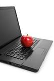 Tastiera di calcolatore e mela rossa Fotografia Stock Libera da Diritti