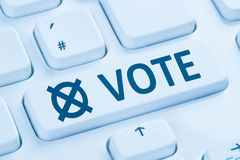 Tastiera di computer blu di voto del bottone di Internet online di elezione Fotografie Stock Libere da Diritti