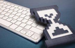Tastiera di computer su fondo blu segni del computer rappresentazione 3d illustrazione 3D Fotografie Stock Libere da Diritti
