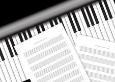 Tastiera di piano con le carte del personale illustrazione di stock
