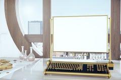 Tastiera di Steampunk con lo schermo bianco in bianco Fotografia Stock Libera da Diritti