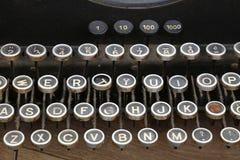 Tastiera di vecchia fine d'annata della macchina da scrivere su Immagini Stock
