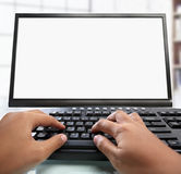Tastiera digitante della mano con il video in bianco Fotografia Stock Libera da Diritti