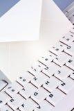 Tastiera e busta di calcolatore. Email. Fotografie Stock Libere da Diritti