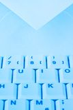 Tastiera e busta di calcolatore. Email. Immagini Stock
