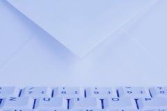 Tastiera e busta di calcolatore. Email. Fotografia Stock Libera da Diritti