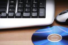 Tastiera e cd/dvd Fotografia Stock Libera da Diritti