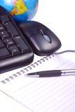 Tastiera e mouse con il globo Immagine Stock
