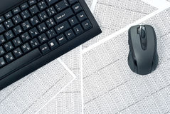Tastiera e mouse sui fogli elettronici Immagini Stock