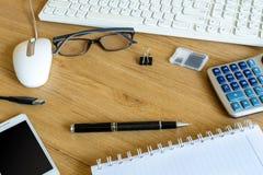 Tastiera e strumenti di computer fotografia stock