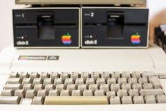 Tastiera e unità disco vaghe del calcolatore Apple invecchiato Fotografia Stock Libera da Diritti