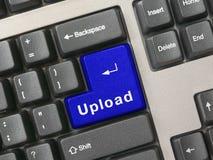 Tastiera - Upload chiave blu immagini stock