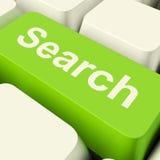 Tasto del computer di ricerca nell'accesso Internet di mostra verde ed online Immagine Stock