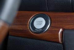 Tasto del motore di arresto di inizio in automobile Fotografie Stock