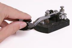 Tasto di codice Morse con la mano Immagine Stock Libera da Diritti