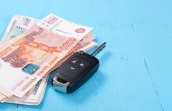 Tasto e soldi dell'automobile Fotografie Stock