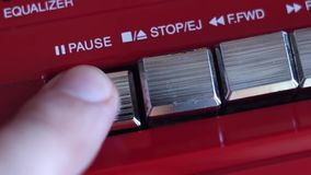 Tasto pausa sul registratore stock footage